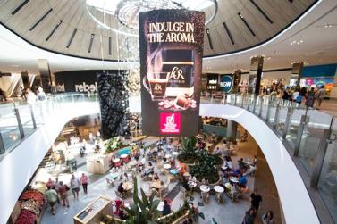 巨型弯曲LED显示屏现身昆士兰州最大商场